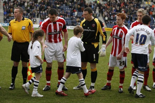 Football - Preston North End v Sheffield United - Coca-Cola Football League Championship - Deepdale - 08/09, 31/1/09 Preston North End and Sheffield United players line up Mandatory Credit: Action Images / Andrew Boyers