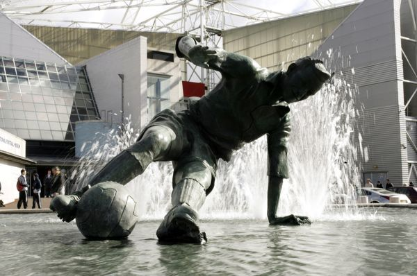 Football - Preston North End v Wolverhampton Wanderers - Coca-Cola Football League Championship - Deepdale - 04/05, 12/3/05 General View of statue of Tom Finney at Deepdale - Preston North End Stadium Mandatory Credit: Action Images / Ryan Browne