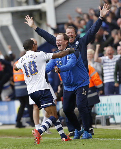 Football - Preston North End v Chesterfield - Sky Bet Football League One Play-Off Semi Final Second Leg - Deepdale - 10/5/15   Jermaine Beckford celebrates with manager Simon Grayson after scoring the third goal for Preston North End   Mandatory Credit