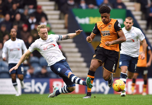 Football Soccer - Preston North End v Hull City - Sky Bet Football League Championship - Deepdale - 28/12/15   Preston's Tom Clarke in action with Hull City's Chuba Akpom   Mandatory Credit: Action Images / Ryan Browne   Livepic   EDITORIAL USE ONLY